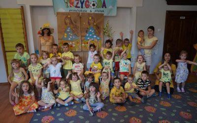Wizyta Pani Lato :) Witamy Panią lato i bawimy się z kolorem żółtym :)